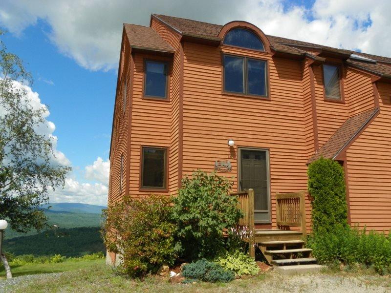 Waterville Estates Condo with Mountain Views sleeping 8 - Image 1 - Campton - rentals