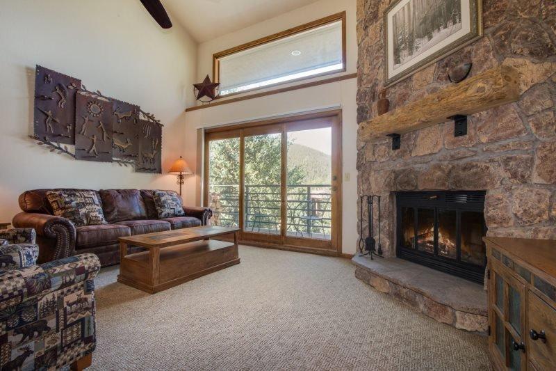 Snowdance Manor 407 - 2 plus loft, newly remodeled, beautiful decor! - Image 1 - Keystone - rentals