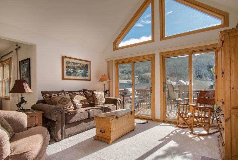 Snake River Village 05 - Walk to slopes, ski area views, washer/dryer, private - Image 1 - Keystone - rentals