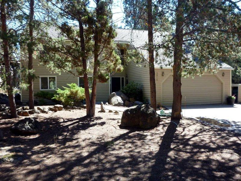 Beautiful Riverside 4 Bedroom/ 3.5 Bath Home! - Image 1 - Bend - rentals