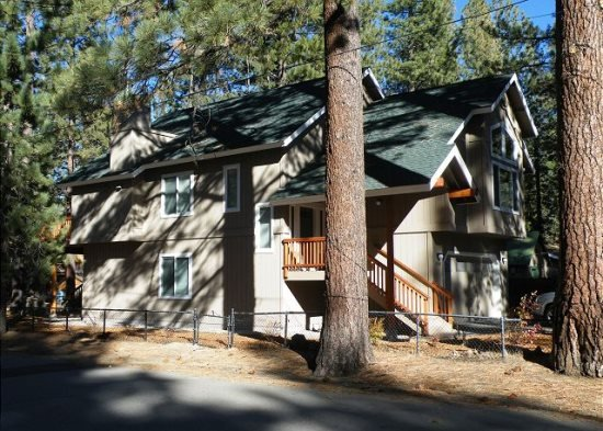 V44- Just across the street from the Lake, great lakes views with private hot - Image 1 - South Lake Tahoe - rentals