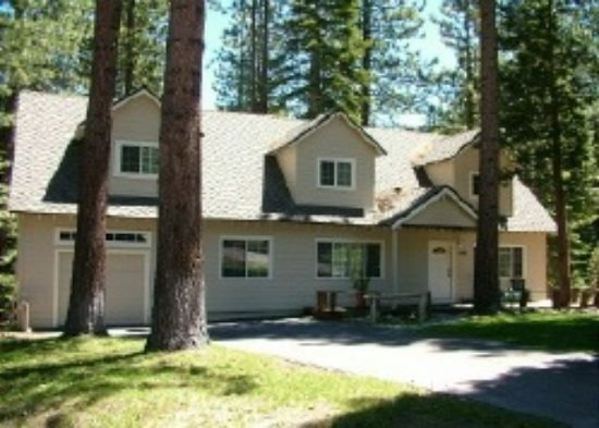 V9-Tahoe Retreat - large lot, spacious living area, back deck with hot tub - Image 1 - South Lake Tahoe - rentals