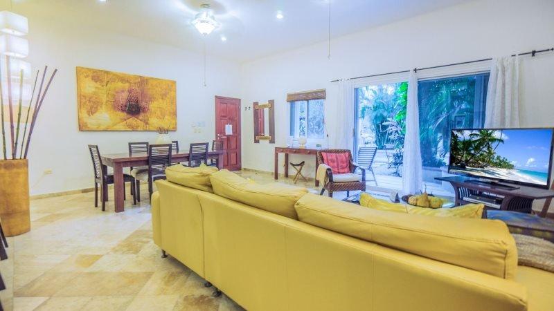 Ideal Ground Floor Condo, just steps to La Quinta Avenida and The BEACH - Image 1 - Riviera Maya - rentals