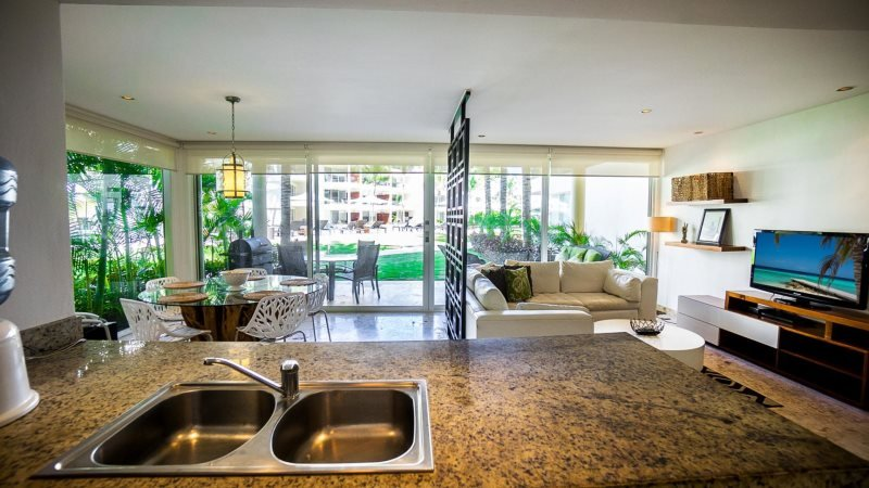 GH5 - Ground Floor home right off of the Huge Infinity Pool - Image 1 - Riviera Maya - rentals