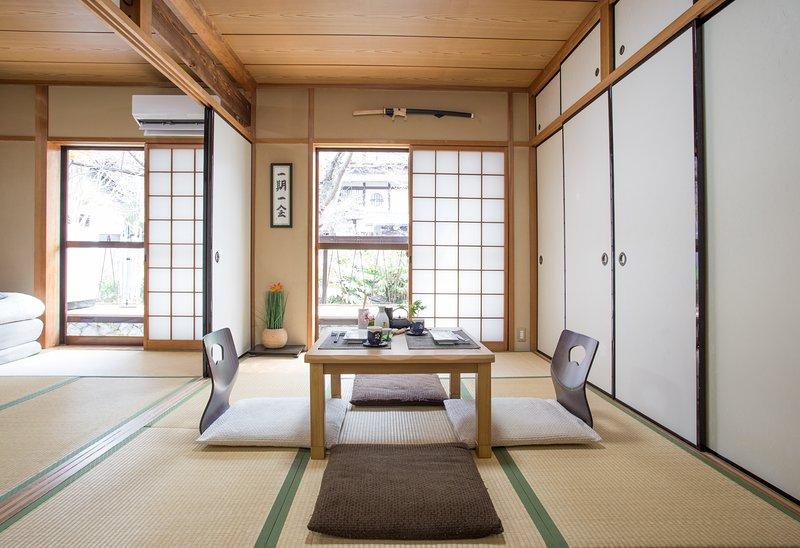 Warning: professional photos taken with wide angle. Everything seems bigger. - Sakura River Inn 1 - Kyoto - rentals