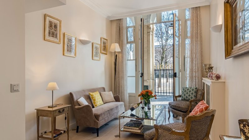 Tasteful 2 Bedroom Parisian Triplex Near the Louvre - Image 1 - Paris - rentals