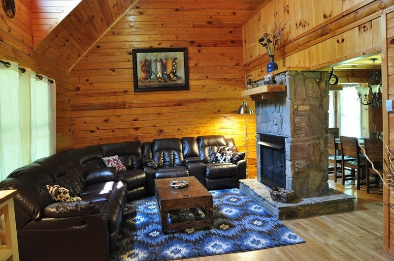 Twin Oaks Retreat - Gorgeous Log Cabin with Hot Tub, Fire Pit, and Pool Table - Image 1 - Bryson City - rentals