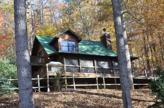 Whispering Woods Cabin - Large Log Rental in the Trees Wood Burning Fireplace - Image 1 - Bryson City - rentals