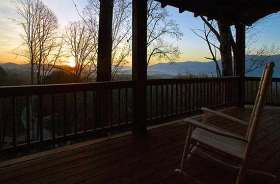 Black Bear Crossing - Delightful Rental with Amazing View, Wi-Fi, and Outdoor - Image 1 - Bryson City - rentals