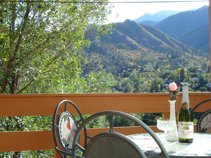 VIEW FROM THE DECK - PIKES PEAK CABIN BY GARDEN OF THE GODS: VIEW, LOCATION, ATTRACTIONS - Manitou Springs - rentals