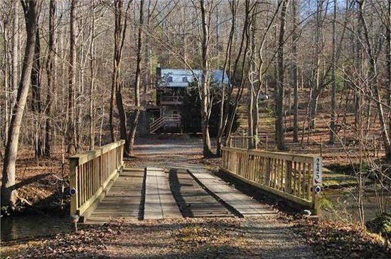 CREEKSIDE COVE- 2BR/2BA- AWESOME CABIN ON CREEK SLEEPS 8, HOT TUB, GAS GRILL - Image 1 - Blue Ridge - rentals