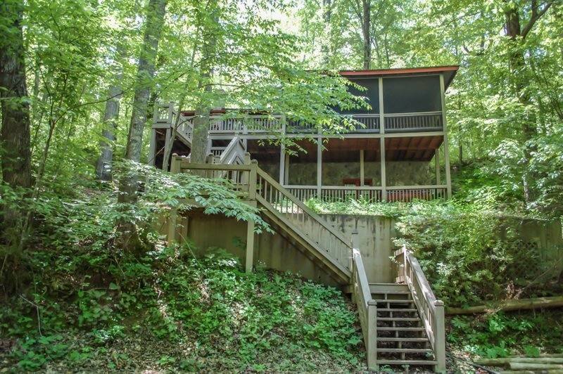 DEEPWATER LODGE- 4BR/2BA- CABIN ON LAKE BLUE RIDGE SLEEPS 8, PRIVATE DOCK, WOOD - Image 1 - Blue Ridge - rentals