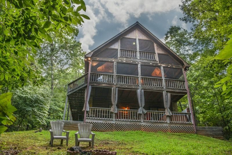 CRIMSON BEAR MOUNTAIN- 3BR/3BA- SECLUDED CABIN SLEEPS 6, PET FRIENDLY, POOL - Image 1 - Mineral Bluff - rentals