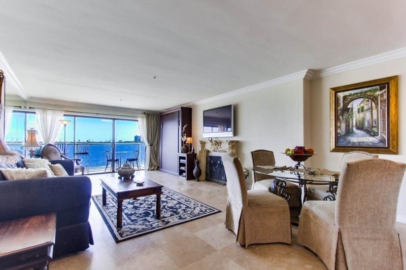 Robin`s Riviera Villa: On beautiful Sail Bay, Steps to Sand, Bikes, WiFi - Image 1 - San Diego - rentals