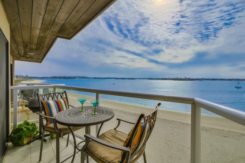 Ginny`s Riviera Villa On beautiful Sail Bay, Steps to Sand, Bikes, WiFi - Image 1 - San Diego - rentals