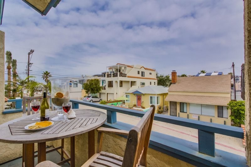 Gail`s Mission Beach Getaway: 200 steps to put your toes in the sand - Image 1 - San Diego - rentals