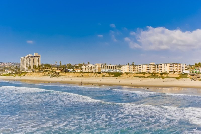 Mitchell`s Poolside Paradise: Oceanfront building w/ Pool View, Hot Tub, 2 - Image 1 - San Diego - rentals