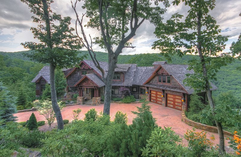 6,400SF Mountain Vacation Home, 5 Minutes to Boone, Near Blowing Rock, Views - Image 1 - Boone - rentals