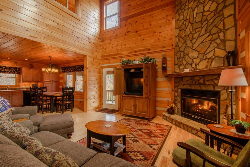 3BR Log Cabin, Minutes to Boone, Hot Tub, Large Decks, Mountain View, Sleeps 6 - Image 1 - Vilas - rentals
