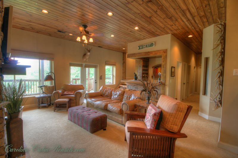 5BR Scenic View, Spacious Deck Areas, Hot Tub, Minutes to Banner Elk, Beech - Image 1 - Banner Elk - rentals