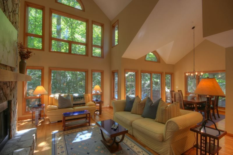 2BR Three-Story Creekside Townhome in Yonahlossee, Jetted Tub, close to Boone - Image 1 - Boone - rentals