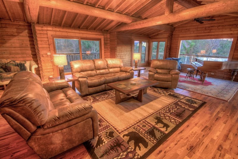 5BR Mountain Lodge, Newly Renovated, Long Range Views, 2 Stone Fireplaces - Image 1 - Elk Park - rentals