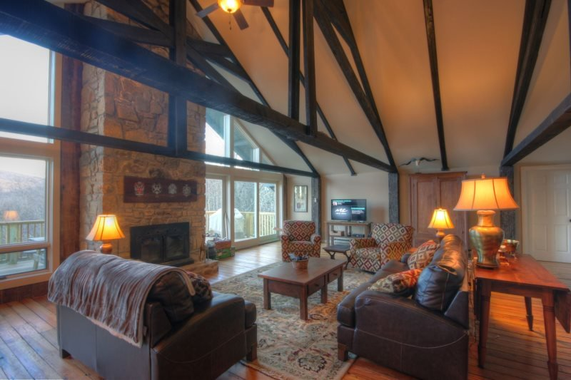 7BR Rustic Upscale Mountain Lodge on Beech Mtn Only 1 Mile From Ski Slopes - Image 1 - Beech Mountain - rentals