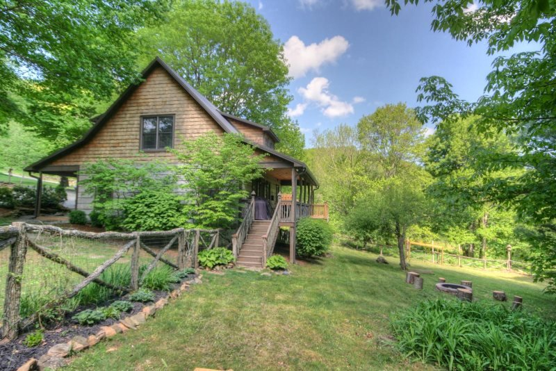 Impeccably Comfortable 3BR Valle Crucis Cabin with Hot Tub and Fire Pit, ideal - Image 1 - Boone - rentals