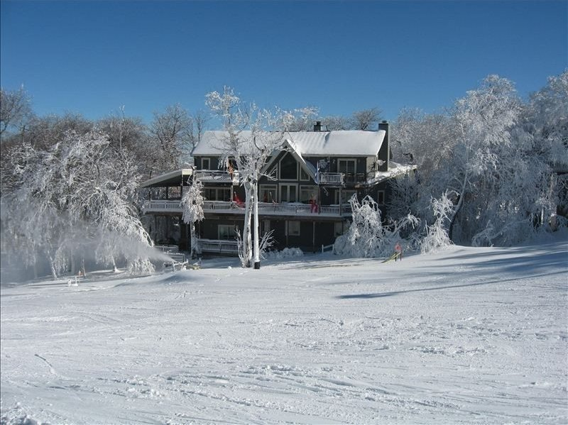 7BR Ski Chalet on the Slopes of Beech Mountain, NC, Wall of Windows Overlooking - Image 1 - Beech Mountain - rentals