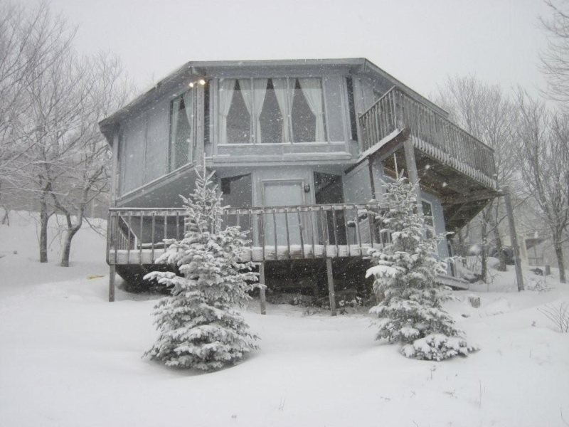 3BR Right on the Slopes of Beech Mountain, Huge Long Range Views, Lots of Decks - Image 1 - Beech Mountain - rentals