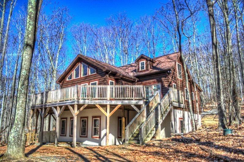 5BR Log Cabin on Beech Mountain, Wall of Windows, Large Deck, 3 miles to Ski - Image 1 - Beech Mountain - rentals