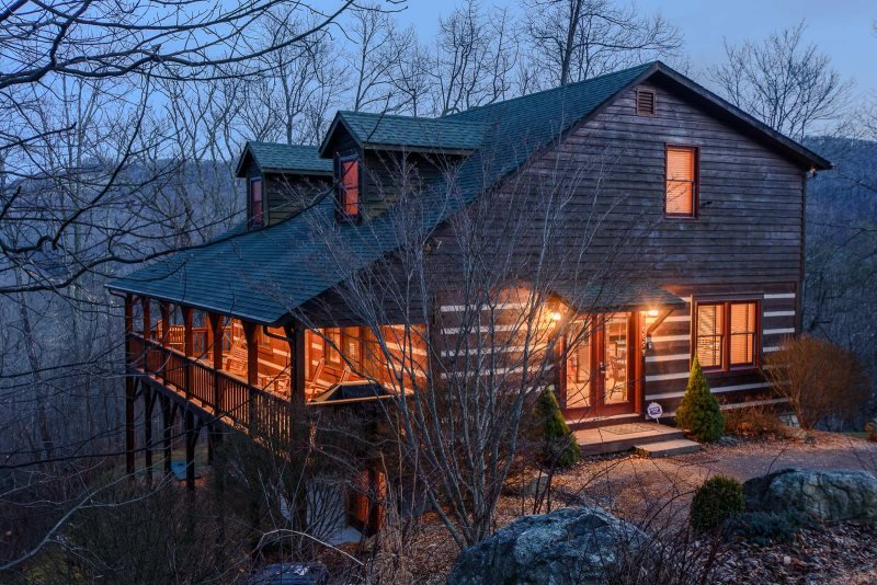 4BR Cabin in Boone, Close to Skiing, Views, Hot Tub, Pool Table - Image 1 - Boone - rentals