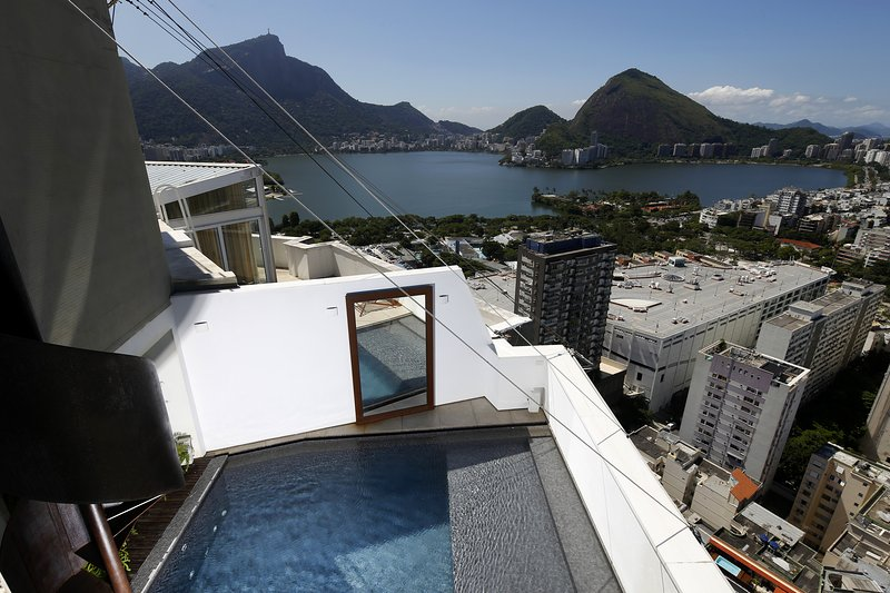 Rio004-Breathtaking penthouse in Leblon with pool and 3 suites - Image 1 - Ipanema - rentals
