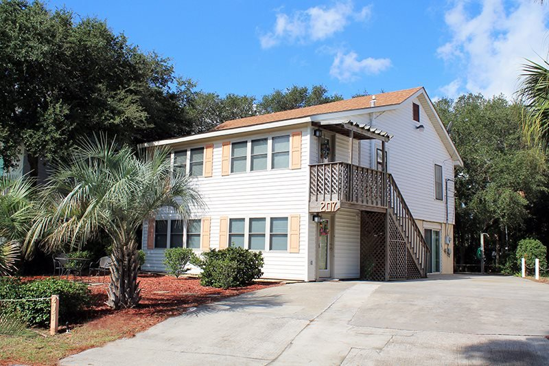 207 Lovell Avenue - Upstairs - A Great Location for a Tybee Beach Vacation - FREE Wi-Fi - Image 1 - Tybee Island - rentals