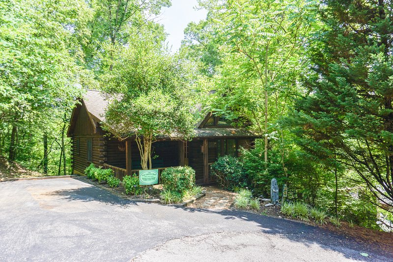 The Lakota Wolf Cabin at Echota - Image 1 - Sevierville - rentals