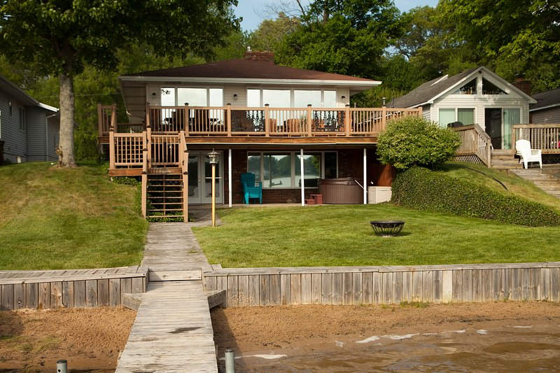 """Lakefront Vacationing at it's Best! - Muskegon """"Lakefront Vacationing at it's Best!"""" - Twin Lake - rentals"""