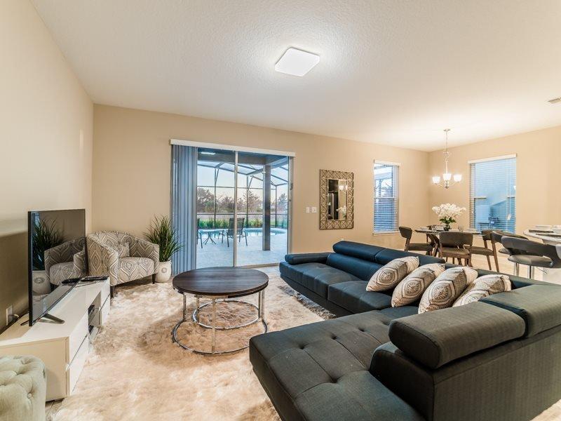 Amazing 6 Bedroom 4.5 Bath Resort Home with Pool and Spa. 5348OA - Image 1 - Davenport - rentals
