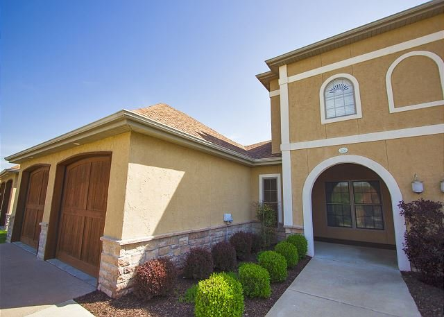 Valley View Villa - 4 bedroom, 2.5 bath Villa, Located at Branson Creek - Image 1 - Hollister - rentals