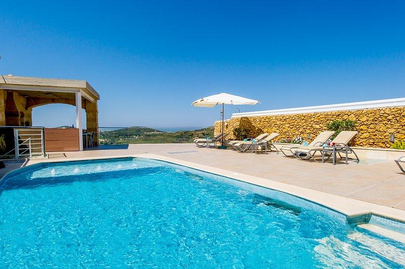 Outdoor pool & deck area. - Luxury Villa sleep 8 with 2 pools cinema etc - Xaghra - rentals