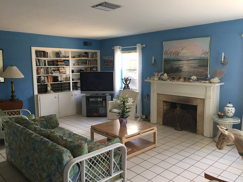 Exclusive Quiet Beach Cottage - Monthly rental - Image 1 - Clearwater Beach - rentals