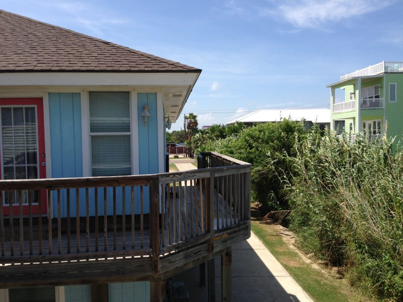 Beach close Sleeps 10, Pet Friendly No Size Limit - Image 1 - Port Aransas - rentals