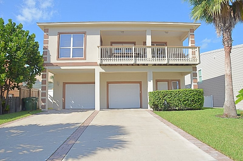 Gorgeous 4 bedroom, 3 bathroom-only 5 houses to the beach - LUXURY4BDRM/3BTHRM, BILLIARD TABLE, HEATED SWIMMING POOL, 5 HOUSES TO THE BEACH - South Padre Island - rentals
