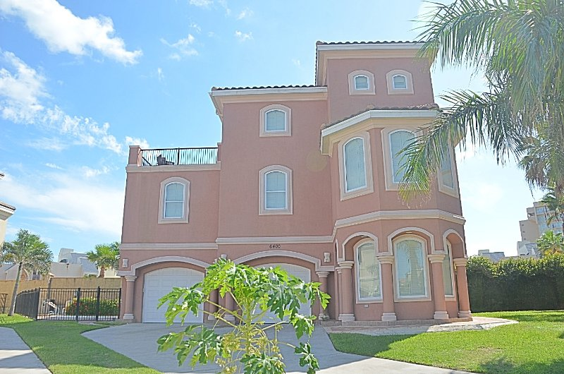 4 bedroom/4 bathrooms in a prestigious gated community with private beach access - 4BR/4BA,HEATED POOL, GATED COMM, 3 HOUSES TO BEACH - South Padre Island - rentals