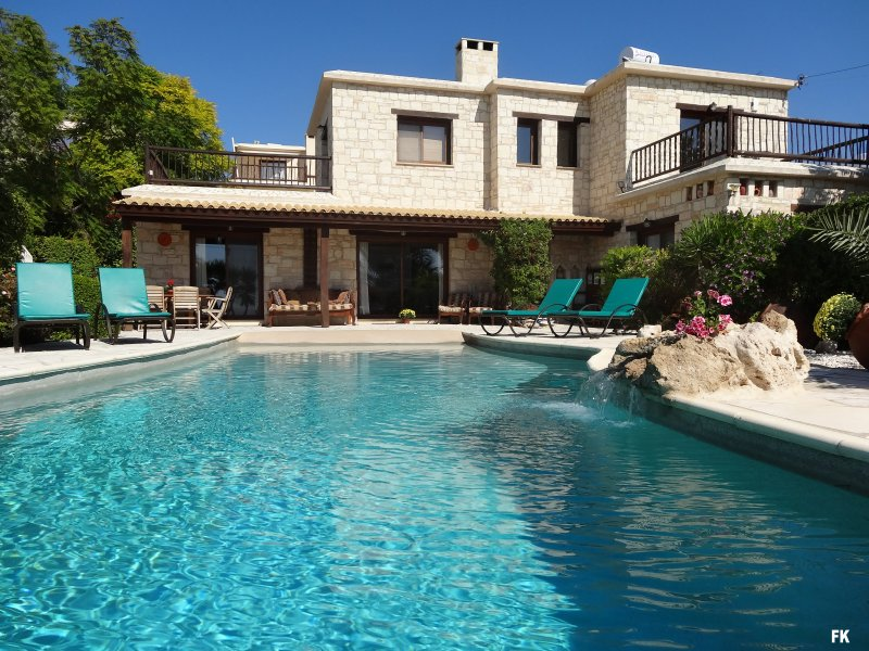 Villa Harmony over the Infinity Pool - Luxury 5* 4-Bed Stone Villa in Peyia, Coral Bay *****SPECIAL OFFER***** £300 off - Peyia - rentals