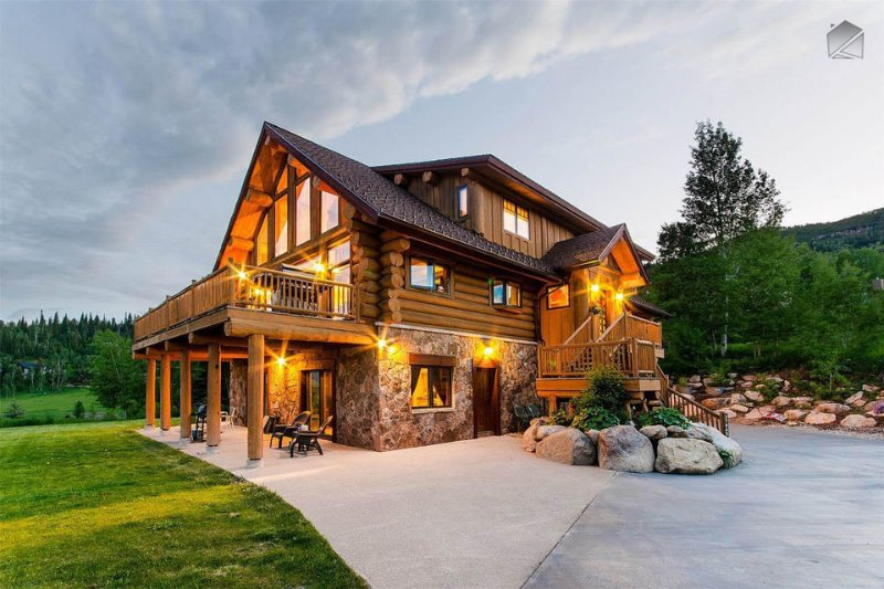The Valley Vista sits atop a hill overlooking the valley. - Spectacular views, hot tub, fire pit, 1.5 miles to skiing! - The Valley Vista - Steamboat Springs - rentals