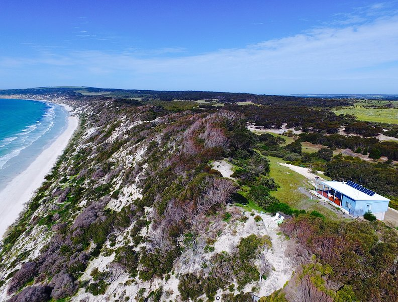 Nature meets the Sea - Escape to serenity, beauty and peaceful harmony!  - A Dune Escape - Nature meets the Sea - Emu Bay - rentals