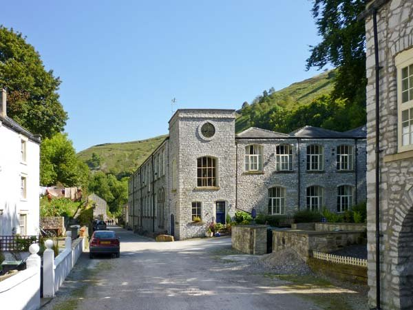 GREY HERON, superb apartment, en-suites, WiFi, walks from the door, river - Image 1 - Litton Mill - rentals