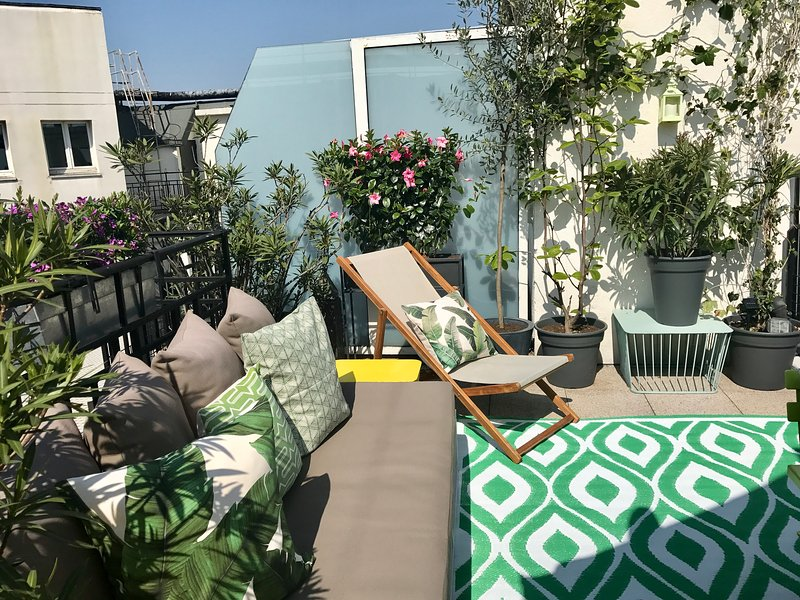 Terrace on the 8th floor - Luxury 3 bed/3 bath in the heart of Paris (Near Louvre) - Paris - rentals