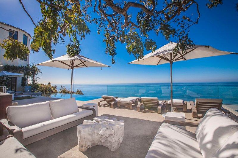 """""""The Villa"""" - 4.5BR Estate w/ Infinity Pool - Image 1 - Los Angeles - rentals"""