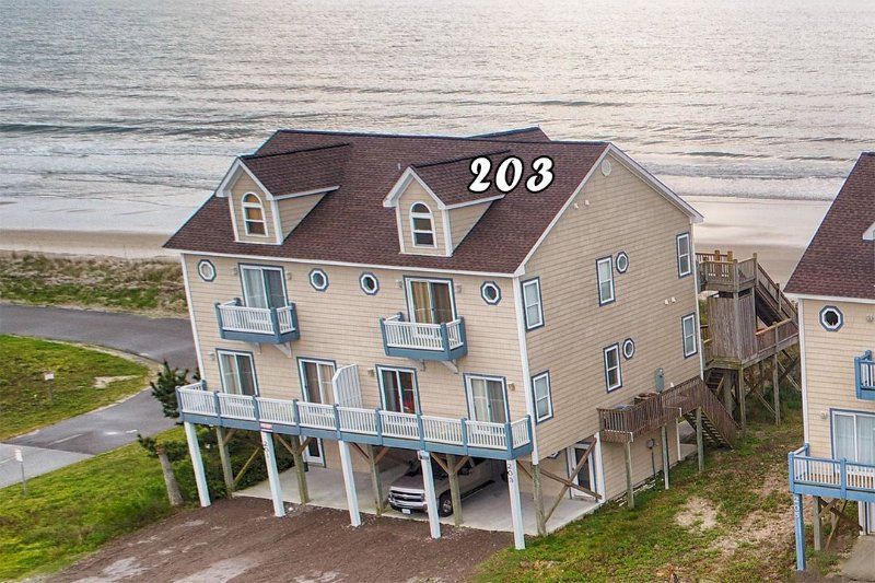 203 Goldsboro - Goldsboro Lane 203 Oceanfront! | Internet, Jacuzzi! New 46 inch TV!! Discounts - North Topsail Beach - rentals